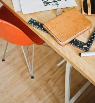 ¿Cuánto cuesta una mesa de escritorio? ¿Cómo puede resultar más económica?
