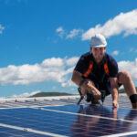 Instalador de paneles solares ¿Cuánto cuesta contratarlo? Peligros en la instalación de placas fotovoltaicas
